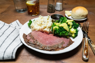 roast beef with cheesy broccoli and mashed potatoes