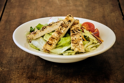grilled chicken salad with tomatoes