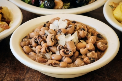 side of black eyed peas with onions