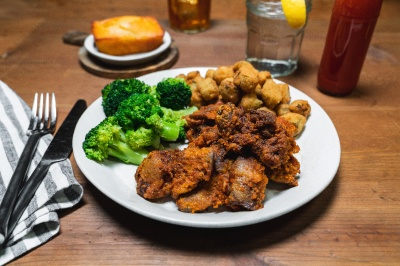 chicken liver with okra and broccoli
